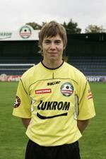 Jak se jmenuje nejmladší hráč Tescomy Zlín a zároveň na jakém postu hraje?