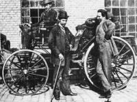 Kdo byl vlastníkem 2.vozu na našem území, 1.vlastníkem řidičského průkazu na našem území a podnikatelem 1.dálkové jízdy v historii automobilismu? (náhled)