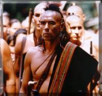 Který herec si zahrál ve filmu Poslední Mohykán a v Avataru ztvárnil náčelníka domorodců Eutukana? (náhled)