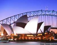 Doplňte: ''Operu v Sydney navrhol ______, ktorý je ________ architekt.'' (náhled)