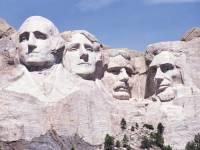 Doplňte: ''Sochárovi ___________ trvalo vytesanie monumentálnych podobizní prezidentov Washingtona, Jeffersona, Lincolna a ___________ až __ rokov.'' (náhled)