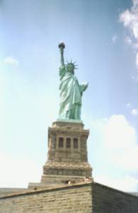 Doplňte: ''Socha Slobody je darom ________ z roku ____ pre USA.'' (náhled)