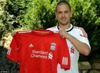 V roce 2010 přestoupil Joe Cole z Chelsea do Liverpoolu. Za jakou částku? (náhled)