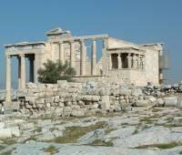 Na kterém chrámu v athénské akropoli tyto sochy najdeme? (náhled)