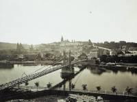 Na obrázku můžeme vidět most, který stával na místě dnešního Mánesova mostu, o který most se jedná? (náhled)