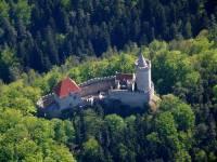 Pohádkový hrad Kokořín, který díky podnikateli V. Špačkovi můžeme navštěvovat, byl založen po roce 1320, jeho dominantou je věž, která měří. (náhled)