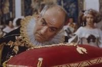 Ministr financí - Don Salluste, jehož ztvárnil Louis de Funès, se neodmyslitelně pojí s určitou barvou. Která to je? (náhled)