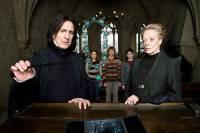 x: Jak to, že vždycky, když se něco semele, jste u toho vy tři? y:Tak tuhle otázku si, paní profesorko, kladu už šest let... (náhled)