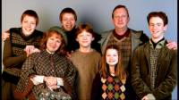 "Hp2:..,,Podívejme, rudé vlasy, prázdné výrazy. Usmolené staré učebnice. Musíte být Weasleyovi."" (náhled)"