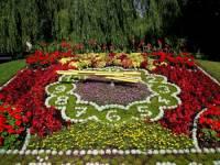 Květinové hodiny na obrázku jsou symbolem lázeňského města: (náhled)