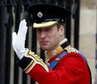 Který britský princ je ve svatební uniformě na fotografii č.7? (náhled)