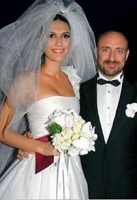 Jak se jmenují novomanželé na fotografii č.14? (náhled)