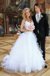 Jak se jmenují nevěsta a ženich na fotografii č.4? (náhled)