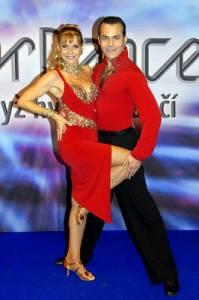 Na fotografii č.10 vidíte taneční pár: (náhled)