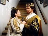 Jak se jmenují král a královna na fotografii č.4? (náhled)