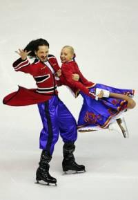 Taneční pár na fotografii č.2 tvoří krasobruslaři: (náhled)