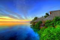 Jak se jmenuje ostrov/souostroví ležící v Tichém oceánu, na kterém je letovisko na fotografii? (náhled)