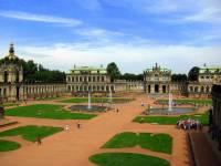 Na obrázku č.9 je palác: (náhled)