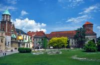 Jaká historická hradní stavba je na fotografii č.11? (náhled)