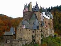 Jaká historická hradní stavba je na fotografii č.13? (náhled)