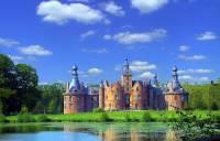 Jaká historická hradní/zámecká stavba je na fotografii č.13? (náhled)