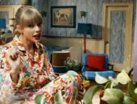 Na obrázku je snímek Taylor Swift z videoklipu k písni...  (náhled)