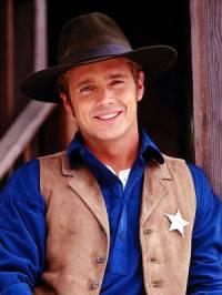 "Je na fotografii č.21 šerif Daniel Simon ze seriálu ""Doktorka Quinnová"" ? (náhled)"