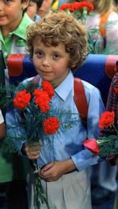 """Je na obrázku č.9 malý Jirka Oliva ze seriálu """"My všichni školou povinní"""" ? (náhled)"""