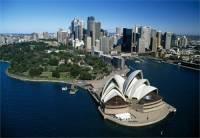 Nejlidnatější město Austrálie: _____________(doplntě), které má asi pět miliónů obyvatel, sice není považováno za kulturní centrum, ale dá se nazvat centrem kultur. Je zde největší koncentrace přistěhovalců ze všech koutů světa. Narazíte zde na Asiaty, Evropany, Američany i Afričany. Nejvýznamnější místa zde jsou Bondi Beach, Darling Harbour, maličký přístav s množstvím restaurací a slavným mořským světem, kde se procházíte tunely pod hladinou moře. Dále můžeme jmenovat Circular Quay, přístaviště vedle zde nejstarší čtvrti The Rocks které slouží jako výchozí bod pro procházku po Harbour Bridge a místo, kde najdete _____ operu. (náhled)