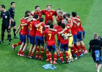 """Velkou vášní Španělů je sport, především fotbal. Místí kluby, jako________(doplnte) nebo __________(doplnte)patří k těm nejúspěšnějším na světě. Když tyto dva týmy hrají proti sobě, je celá země na nohou a sleduje tento emocemi doprovázený """"souboj"""" gigantů. Velmi úspěšný je i národní tým, Španělé jsou držiteli posledního evropského titulu z roku 2008 i toho světového z roku 2010. Z dalších sportů je populární také tenis (Rafael Nadal patří k absolutní světové špičce) a basketbal. (náhled)"""