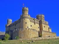 Jaká historická hradní stavba je na fotografii č.14? (náhled)