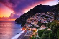 Jak se jmenuje pobřeží, pro které je typické letovisko na fotografii č.8? Pro svoji přírodní rozmanitost a malebná romantická letoviska bylo zapsáno na seznam UNESCO v r.1997. (náhled)