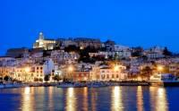 Na kterém ostrově, který byl zapsán na seznam UNESCO v r.1999, je největším městem letovisko na obrázku č.9? (náhled)