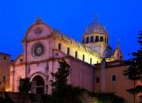 Jaká katedrála, která je na seznamu UNESCO zapsána od r.2000, je na obrázku č.11? (náhled)