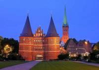 Na obrázku vidíte evropské historické město: (náhled)