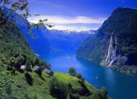 Na obrázku č.6 jsou jedny z nejdelších a nejhlubších fjordů na světě. Proto byly v r.2005 zapsány mezi přírodní památky na seznam UNESCO. Jsou to: (náhled)