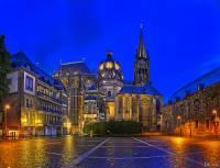 Katedrála Panny Marie na fotografii č.8, která byla na seznam UNESCO zapsána v r.1978, proslavila město: (náhled)