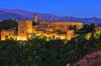 Jaká historická stavba zapsaná na seznamu UNESCO od r.1984 je na fotografii č.4? (náhled)