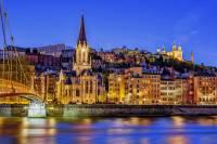 Na obrázku vidíte francouzské historické město: (náhled)