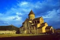 Která sakrální stavba zapsána na seznamu UNESCO v r.1994 je na fotografii č.11? (náhled)