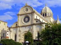 Jaká katedrála, která je na seznamu UNESCO zapsána od r.2000, je na fotografii č.5? (náhled)