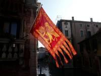 Je na obrázku vlajka Benátek? (náhled)