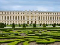 Víš jaký skvostný zámek a jeho zahrady jsou na obrázku? (náhled)