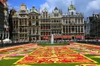 Jak se jmenuje město, jehož historické domy na fotografii č.2 jsou zapsány na seznamu UNESCO od r.1998? (náhled)