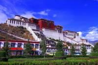 Která významná stavba zapsána do seznamu UNESCO v r.1994 je na fotografii č.4? (náhled)