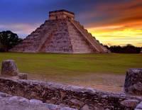 Kukulkánova pyramida na obrázku č.16 je součástí zřícenin předkolumbovského města, které bylo pro svoji historickou hodnotu zařazeno v r.1988 na seznam UNESCO. Jmenuje se: (náhled)