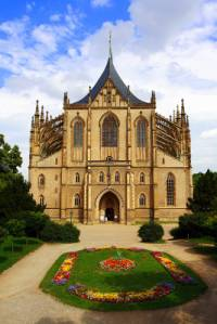 Která sakrální stavba zapsána na seznamu UNESCO v r.1995 je na fotografii č.2? (náhled)
