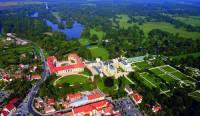 Mezi kulturní památky UNESCO jsou kromě významných historických budov a unikátních staveb zapsány i krajinné celky s historickými budovami a přilehlými zahradami a parky. Krajinný celek, který je na obrázku č.5 a do seznamu UNESCO byl zapsán v r.1996, nese název: (náhled)