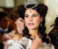Princezna na fotografii č.8 se jmenuje: (náhled)