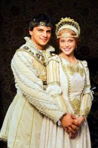 """Je na fotografii č.12 princ Jiří se svoji vyvolenou Johankou z filmové pohádky """"Johančino tajemství""""? (náhled)"""
